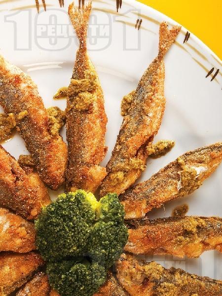 Пържена панирана риба сафрид с корнфлейкс, грис и галета - снимка на рецептата